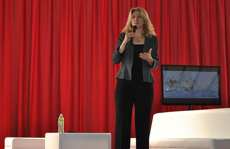 Janine Warner en su primera presentación en Quito.