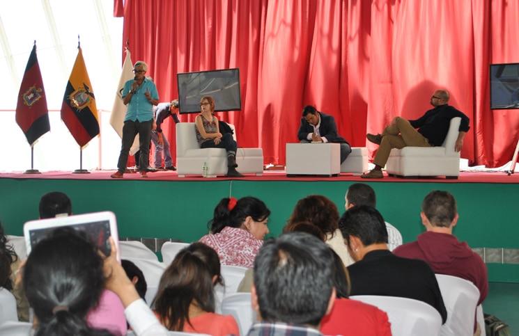 Olga Lucía Lozano, directora creativa de La Silla  Vacía, durante su exposición.