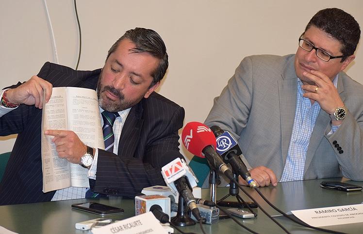 Ramiro García (izq.) y César Ricaurte durante la rueda de prensa.